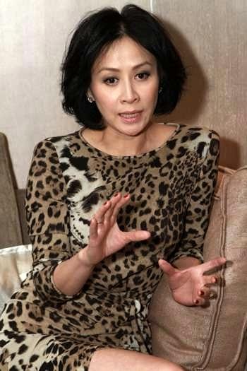 Nữ diễn viên đẹp mặn mà dù khuôn mặt đã có dấu ấn của tuổi tác.