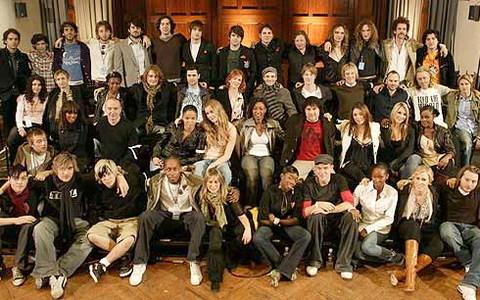 Những nghệ sĩ Anh góp giọng trong ca khúc