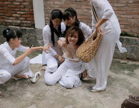 Một cảnh 'nóng' của Đinh Ngọc Diệp trong phim.