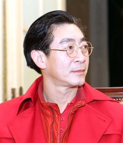 Trong tối giao lưu, ông cũng có dịp gặp gỡ NSƯT Kim Tiến, người đầu tiên thuyết minh 'Tây Du Ký' tại VN. Lục Tiểu Linh Đồng xuất hiện nổi bật với bộ trang phục đỏ từ đầu đến chân.