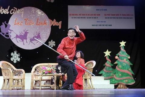 Lục Tiểu Linh Đồng với điệu bộ của một chú khỉ. Ông hoàn toàn hòa mình vào vai diễn tâm đắc.