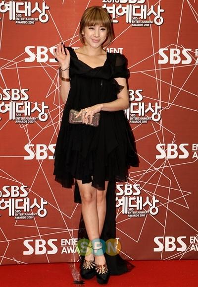 Nữ ca sĩ gợi cảm Seo In Young.