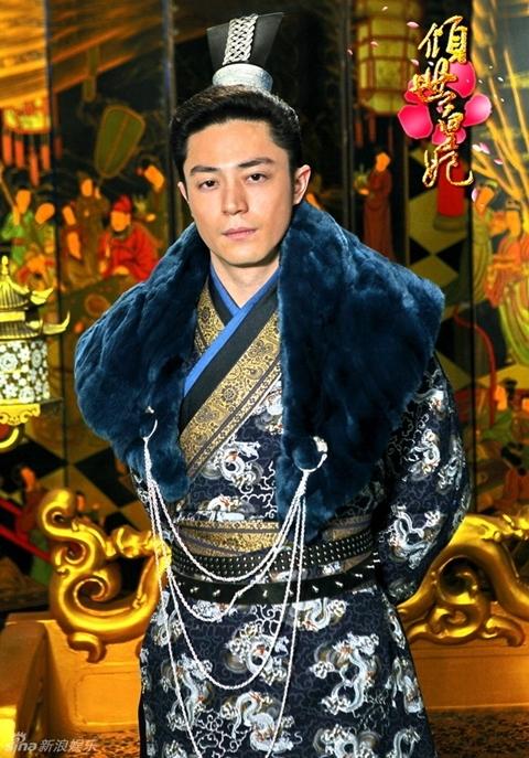 Hoắc Kiến Hoa vai Lưu Liên Thành. Từ năm 2010, hãng phim của Lâm Tâm Như đã mở cuộc tuyển vai quy mô lớn để tìm ra 3 diễn viên nam chính vào vai 3 vị hoàng đế trong phim. Hoắc Kiến Hoa (Wallace Huo) là một trong số đó.