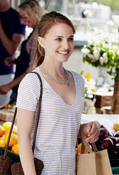 Trong bộ phim này, Natalie Portman xuất hiện với hình ảnh dịu dàng, nữ tính. Ảnh: Paramount.