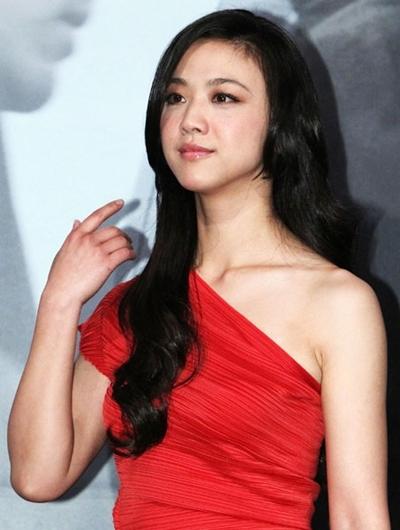 Thang Duy xinh đẹp trong buổi họp báo ra mắt phim trưa 10/2. Ảnh: