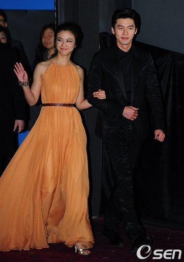 Hai diễn viên chính dự buổi chiếu thử tối 10/2 ở Seoul.