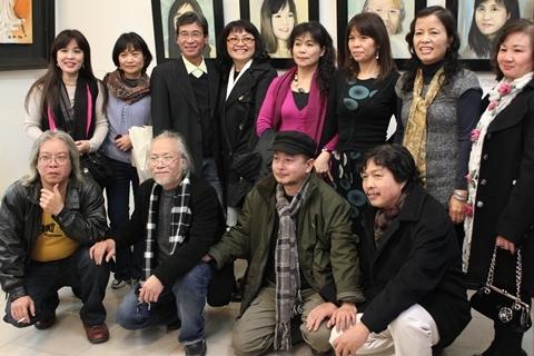 Các thành viên của lớp khóa 12 Đại học Mỹ thuật Công nghiệp Hà Nội
