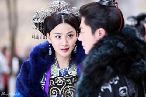 Hồng Tiểu Linh và Hoắc Kiến Hoa trong một cảnh quay.