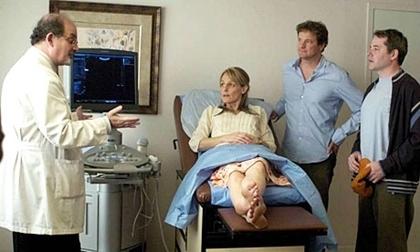 Salman Rushdie (bìa trái) vai một bác sĩ trong phim Then She Found Me cùng các diễn viên Helen Hunt, Colin Firth (chủ nhân Oscar 2010) và Matthew Broderick.