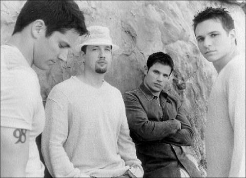 Các thành viên 98 Degrees (từ trái qua): Jeff, Justin, Nick và Drew.