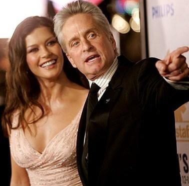 Vợ chồng Catherine Zeta-Jones và Michael Douglas. Ảnh: inquisitr.