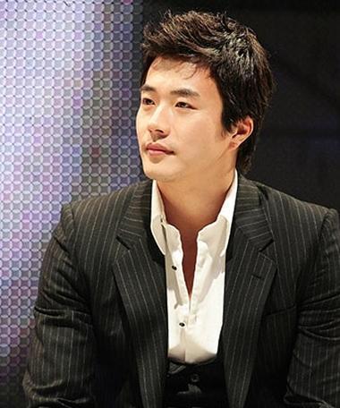 Trong một thời gian ngắn, nam diễn viên nhận tham gia nhiều dự án lớn ở Trung Quốc.
