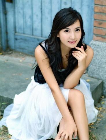 Trần Hảo thừa nhận mang thai sau khi bị chụp ảnh trên đường phố