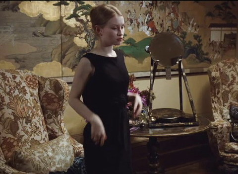 Nữ diễn viên 23 tuổi Emily Browning thủ vai Lucy. Cô vừa xuất hiện trong bom tạ giả tưởng