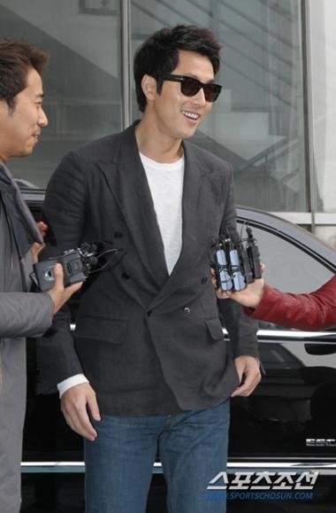 Nam diễn viên Jung Woo Sung, người được cho là bạn trai hiện tại của Lee Ji Ah. Ảnh: Sports Chosun.