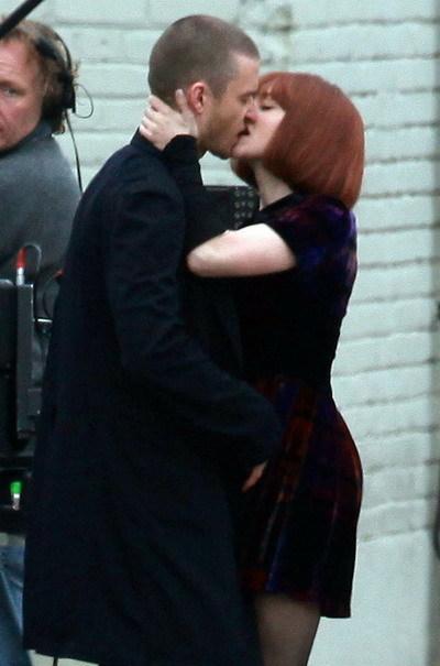 Nụ hôn của Justin và Amanda trong phim. Ảnh: JJ.