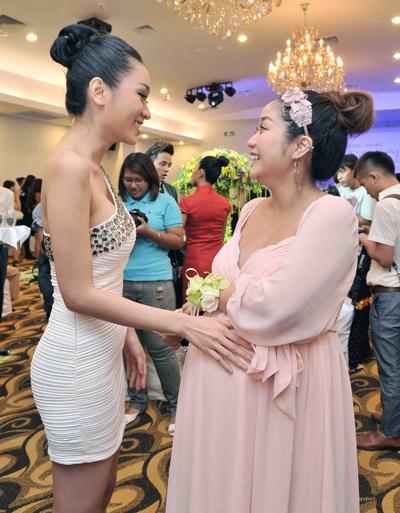 Minh Thư, em gái Lam Trường củng chúc mừng cho Thanh Vân