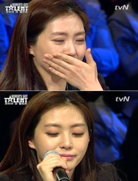 Song Yun Ah nhiều lần thể hiện sự xúc động trên ghế giám khảo.
