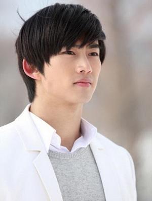 Hotboy Oh Taec Yeon, thành viên ban nhạc thần tượng nổi tiếng 2PM, lần đầu đóng phim sẽ có mối tình si lãng mạn dành cho Moon Geun Young từ khi còn là cậu bé háu ăn đến lúc trưởng thành.