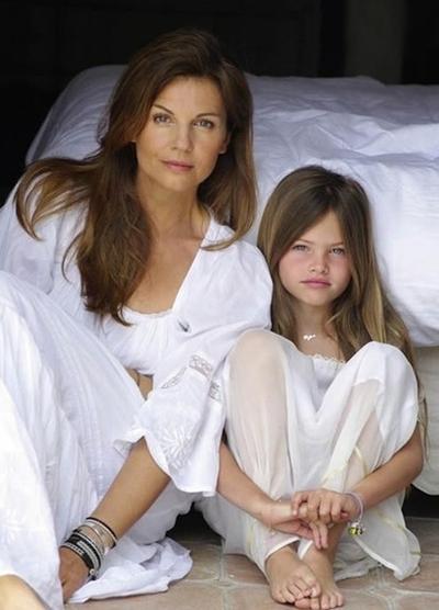 Người mẫu nhí và mẹ, cựu MC truyền hình Véronika Loubry