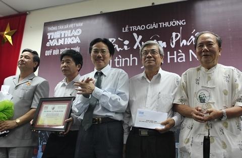 Nhóm nhà khoa học giành giải Việc làm với kế hoạch cứu chữa rùa Hồ Gươm.