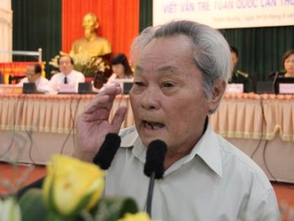Nhà văn Nguyễn Quang Sáng phát biểu tại lễ khai mạc.
