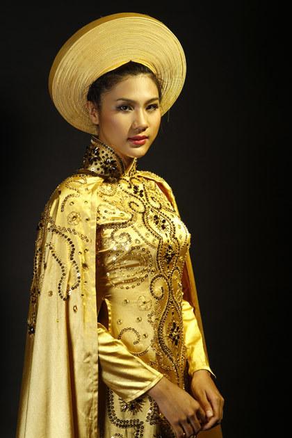 Trang điểm: Huỳnh Lợi.