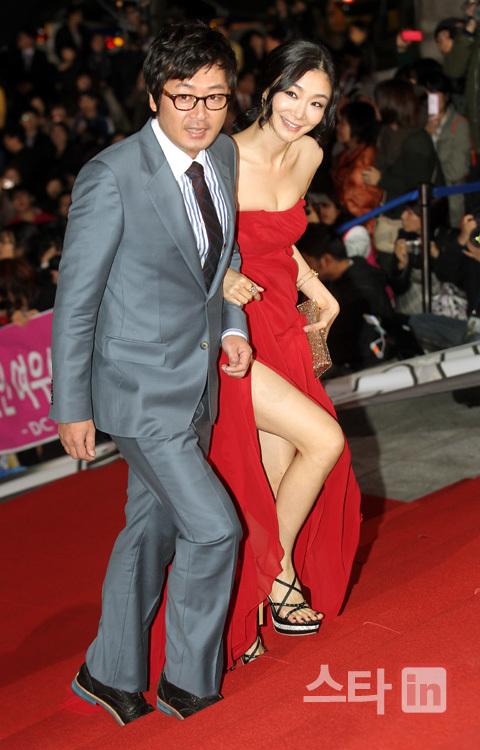 Cặp diễn viên Lee Yoon Suk - Park Hyo Joo.
