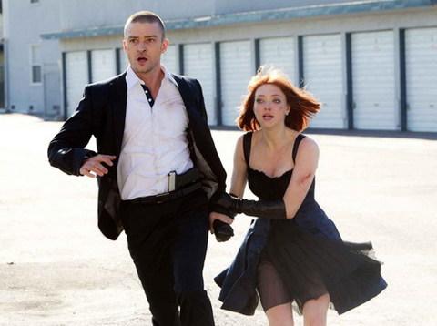 Cả Justin và Amanda đều tận dụng tối đa vóc dáng trong các cảnh hành động của