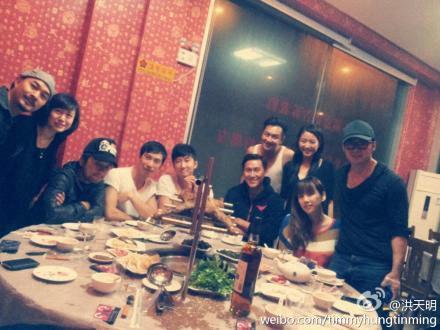 Trần Gia Hằng đăng trên blog riêng ảnh chụp ê kíp làm phim 'Tiếu công chấn võ lâm'