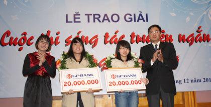 Hai tác giả đoạt giải nhì cuộc thi.