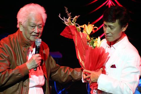 Nhạc sĩ Phạm Duy lần đầu tiên làm người dẫn chuyện trong chương trình của con rể.