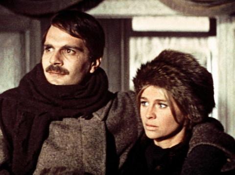Omar Sharif và Julie Christie trong phim