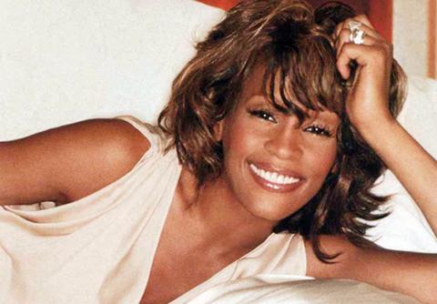 Whitney Houston qua đời ở tuổi 48 gây tiếc nhớ cho hàng triệu người hâm mộ.