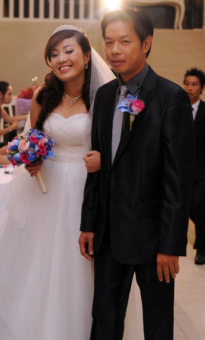 Cả hai tổ chức lễ cưới ấm cúng, sang trọng tại Riverside Palace vào tối 21/2 ở TP HCM. Trước đó, những nghi thức cưới hỏi đã được tổ chức trang trọng tại gia đình hai họ vào ngày 20/2.