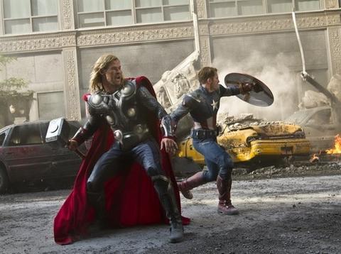 Ba nhân vật (từ trái sang) - Hawkeye, Captain America và Black Widow của