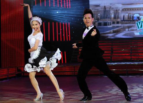 'Ốc' Thanh Vân - Nguyên Vũ ra mắt bằng màn nhảy Jive sôi động. Họ là cặp dẫn chương trình của mùa thi năm nay.