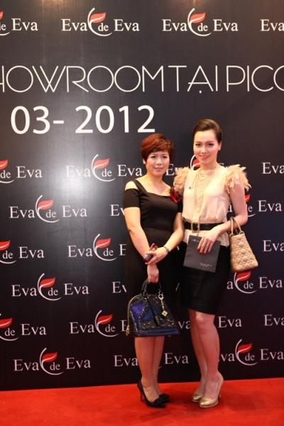 Diễn viên Minh Hà cùng Tổng giám đốc thương hiệu.