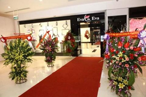 Showroom Eva de Eva rực rỡ hoa tươi trong ngày khai trương.