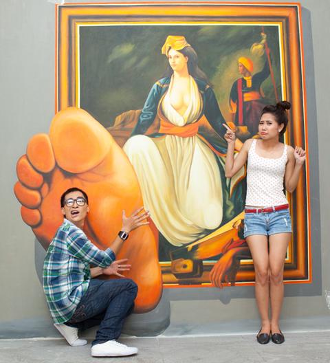 Khoảnh khắc đùa tếu của Khương Ngọc và Tường vi.