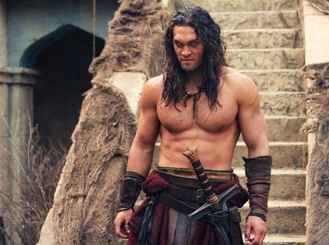 Tài tử Jason Momoa thủ vai chính, Conan The Barbarian, trong bộ phim cùng tên.