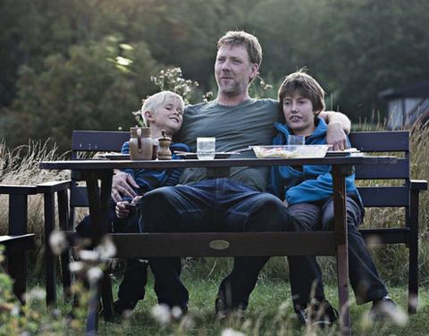 """""""Trong một thế giới tươi đẹp hơn"""" là bộ phim gia đình cảm động."""