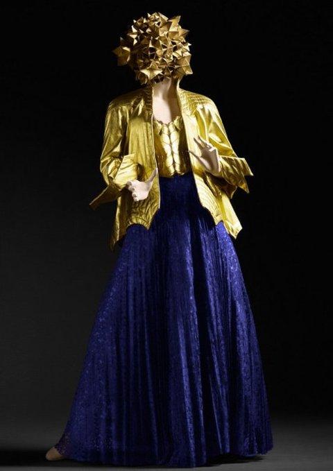 Áo Jacket da vàng và váy xanh của Ossie Clark, 1971