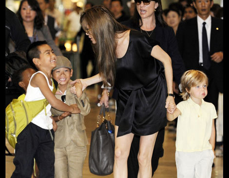 Angelina Jolie, accompanied by her children Maddox, Zahara, Pax and Shiloh, arrives at the Narita International Airport (July 26, 2010).