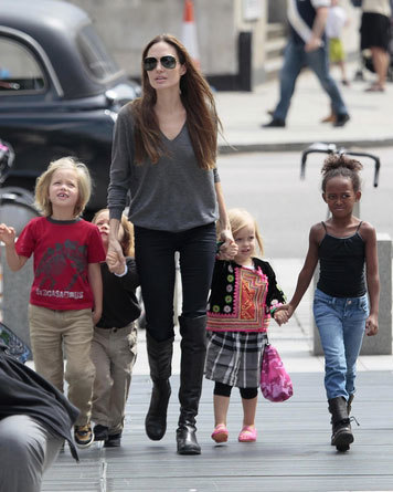 Angelina Jolie sighted arriving at The London Aquarium with her children Shiloh, Knox, Vivienne and Zahara in London, England (July 25, 2011).