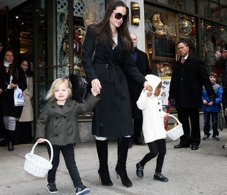 Angelina Jolie, Shiloh, Zahara go to Lee's Art Shop in New York City (February 18, 2009).