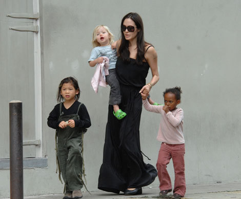 Angelina Jolie spends the afternoonwith Shiloh and Zahara in New Orleans, LA (October 6, 2008).