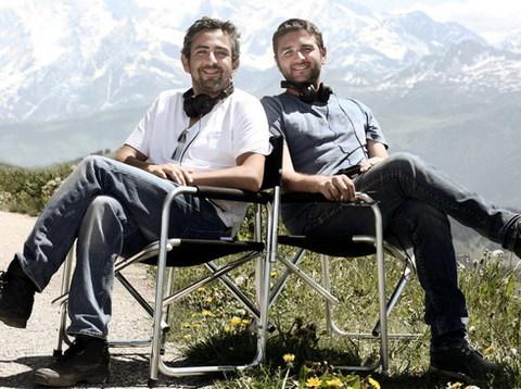 Hai đạo diễn Olivier Nakache và Eric Toledano trên trường quay