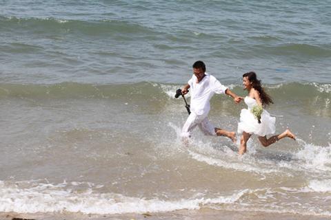 Ngày 31/5 vừa qua, nữ diễn viên Lê Bê La kết hôn cùng Hải Thanh, một phó đạo diễn phim truyền hình.