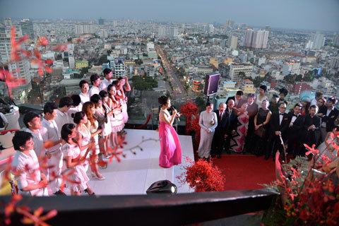 Quang cảnh buổi tiệc của Đoan Trang trên tầng thượng một tòa nhà. Ảnh: Quốc Huy.